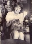 Marta y su gata Teresita fotografiadas por Daniel Merle